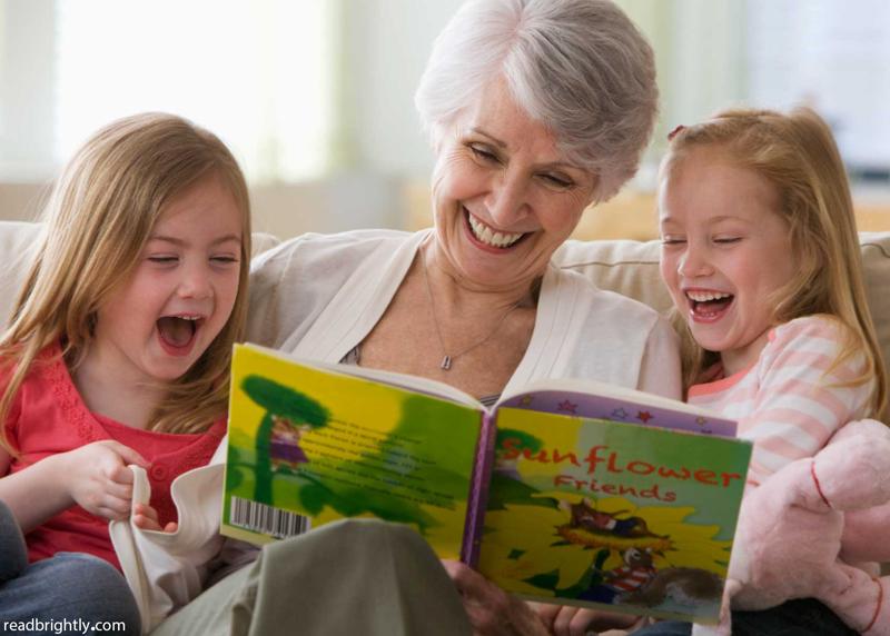 هدیهای برای فرزندتان: با صدای بلند برایش کتاب بخوانید!