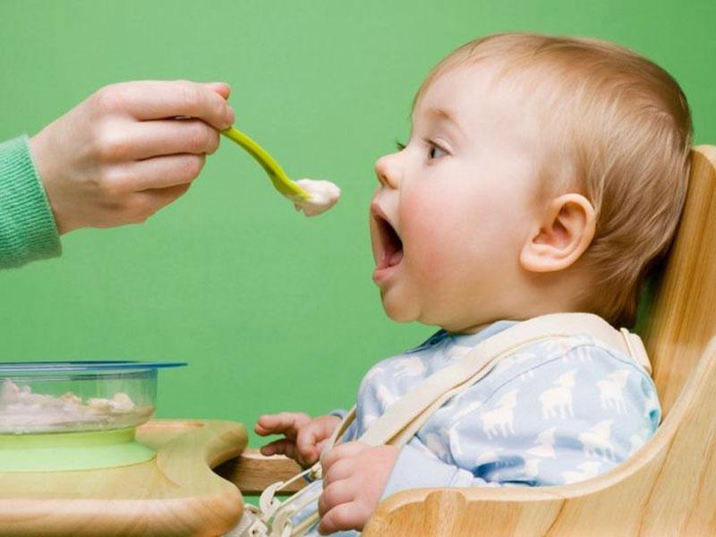 بیتوجهی به رژیم غذایی کودک، یکی از موارد نقض حقوق کودک است