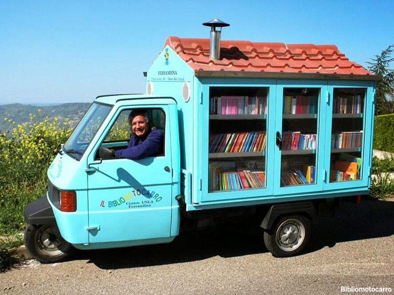 کتابخانه سیار آقای معلم