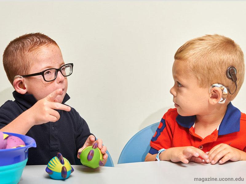 راهنمای دانش آموزان کم شنوا و ناشنوا برای معلمان و استادان