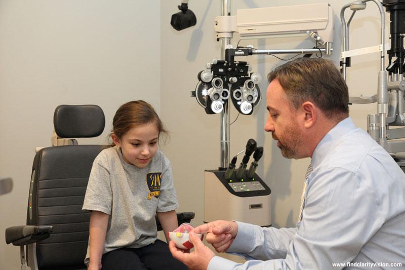 تنبلی چشم و نشانههای پنهان آن در کودکان