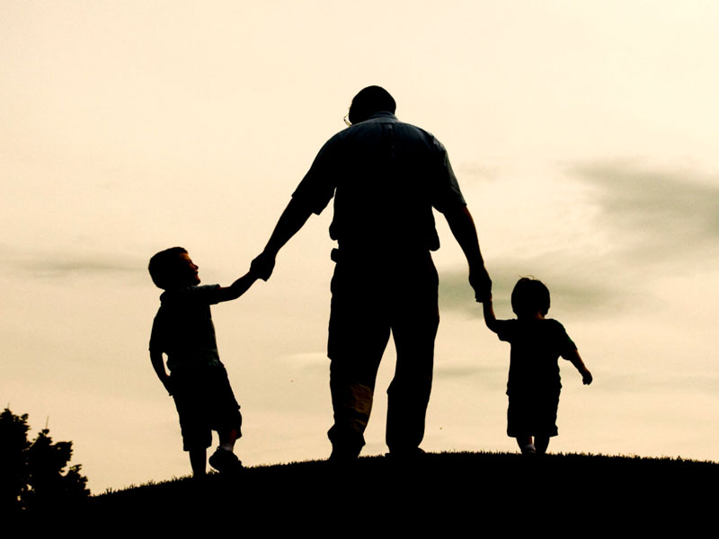 ۷ باید و نباید برای کمک به خانوادهتان جهت ایجاد مهارتهای همدلی