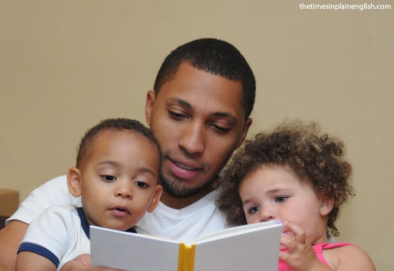 چگونه کودک را به کتاب خواندن علاقه مند کنیم؟