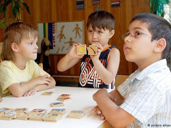 کودکان دو زبانه عملکرد مغز بیشتری نسبت به تکزبانهها دارند