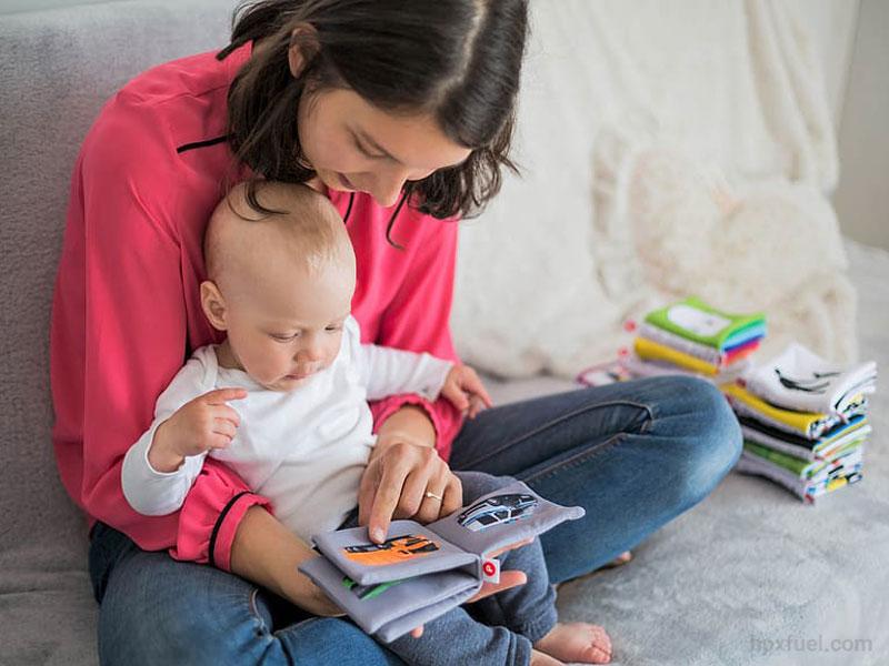 ۱۱ روش سادهی خواندن، برای علاقهمند کردن نوپاها و خردسالان به کتاب