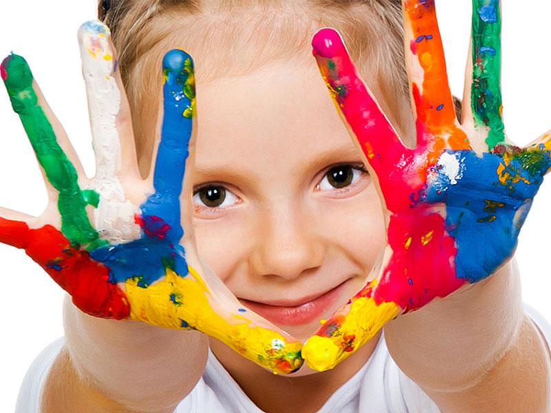 فعالیت سرگرم کننده برای کودکان اوتیسم: قصهگویی با رنگها