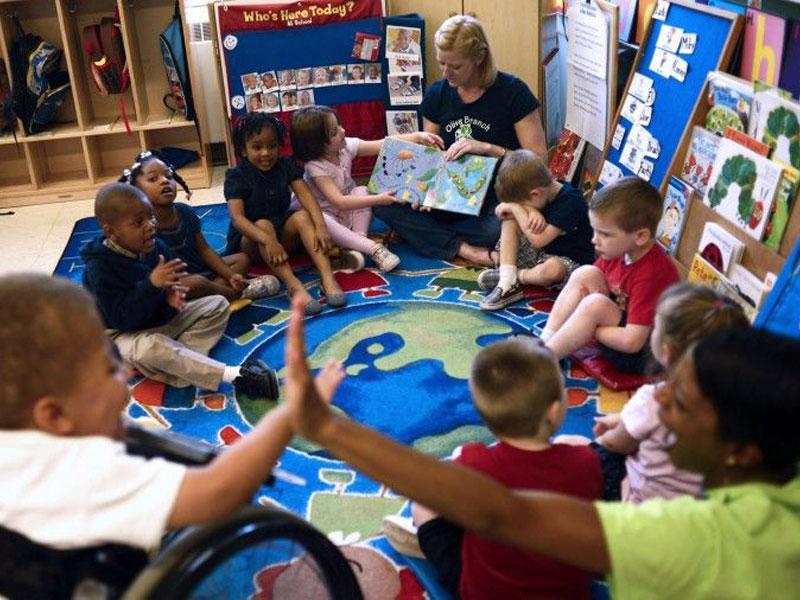 راهکارهایی برای علاقهمند کردن دانش آموزان به بلندخوانی کتاب در کلاس فراگیر