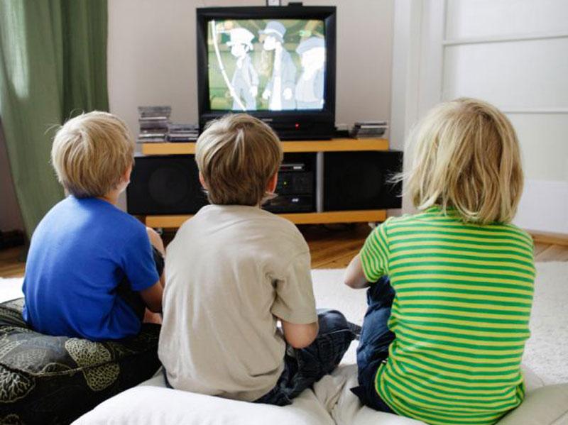 فعالیتهایی در مقابل تلویزیون برای تقویت مهارت خوانش و درک کودکان