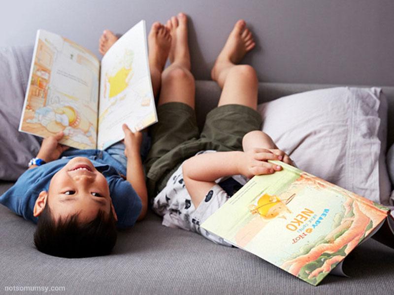 خواندن کتابهای کاغذی برای کودکان  بهتر است یا الکترونیکی