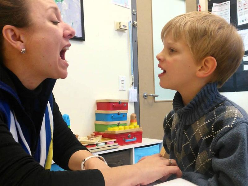تاخیرها و اختلالات زبانی و گفتاری چه هستند؟