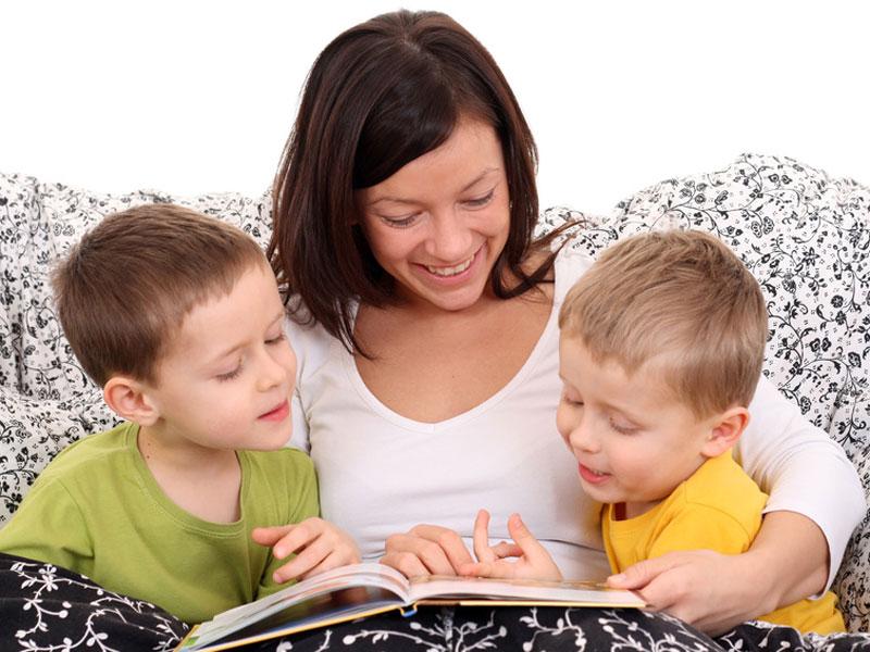 ۱۰ فایده قصه گفتن برای کودک