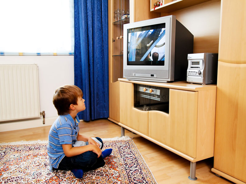 آیا تلویزیون تماشا کردن برای کودکان خیلی بد است؟