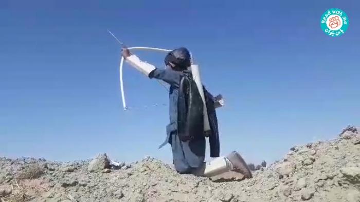 تلاش خستگیناپذیر آموزگار برنامهی «با من بخوان» در هیرمند سیستان و بلوچستان