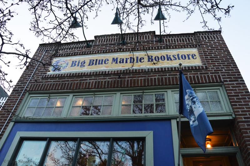 کتابفروشی Big Blue Marble Bookstore