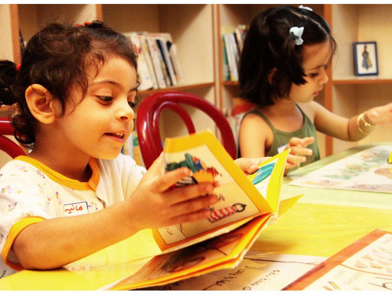 کودکان باید زبان و سواد پایه را فراگیرند که با آن به سوی ادبیات بروند