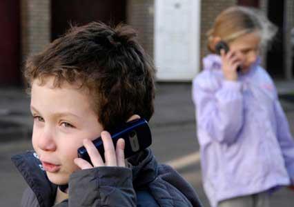 آیا استفاده از تلفن همراه برای کودکان خطرناک است؟