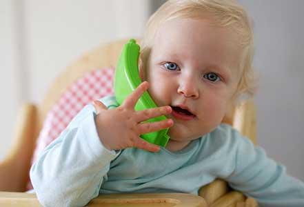 نوزادان چگونه حرف زدن را می آموزند؟
