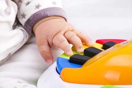آموزش موسیقی برای رشد نوزادان مفید است