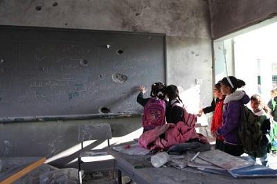 کودکان همچنان برای رفتن به مدرسه باید مبارزه کنند