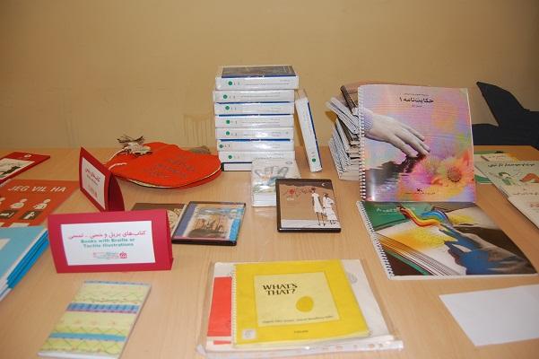 کتاب های مناسب برای کودکان نابینا، ناشنوا، کم توان ذهنی و حرکتی شناسایی می شوند