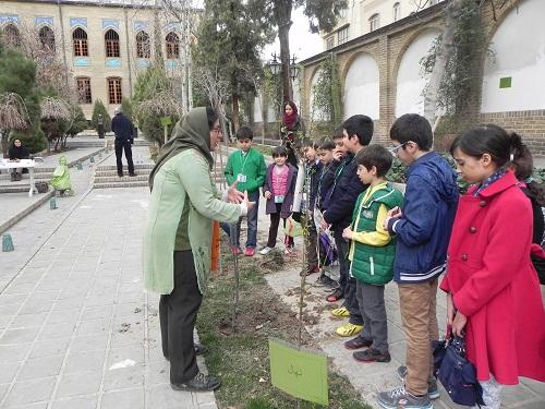 موزه فرهنگ کودکی با کاشت نهال روز درختکاری را جشن گرفت