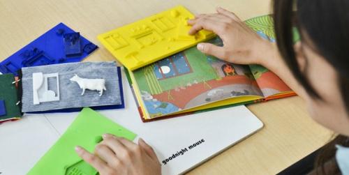 کتاب های حسی لمسی برای کودکان نابینا دسترس پذیرتر می شود!