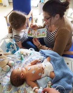بوک تراست به خانواده نوزادان بیمار و زودرس در بیمارستان ها کتاب هدیه می دهد