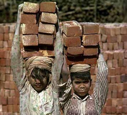 بهره گیری از کار کودکان روا نیست!