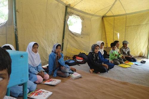 دستان یخ زده دانش آموزان عشایر خوزستان چشم انتظار گرمای نگاه مسئولان