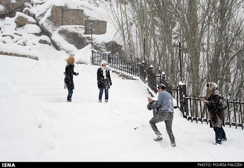 با کودکانتان برفبازی کنید