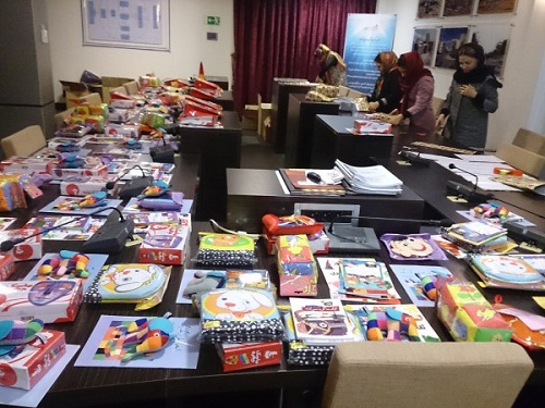 کودکان خانواده های کارگری شرکت سازورسازه آذرستان کتاب عیدی گرفتند