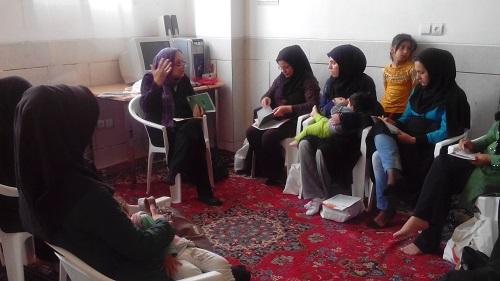 مادران جوان شیوه سهیم شدن کتاب با نوزاد را می آموزند