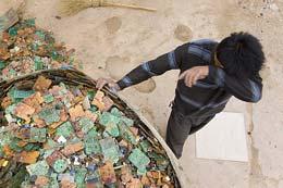 کودکیِ گمشده در میان زباله ها