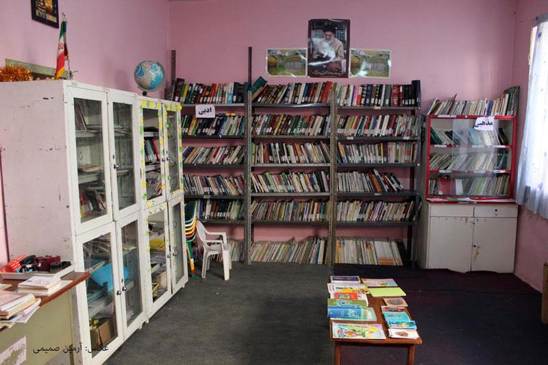 کتابخانه سیار روی پالان یک الاغ