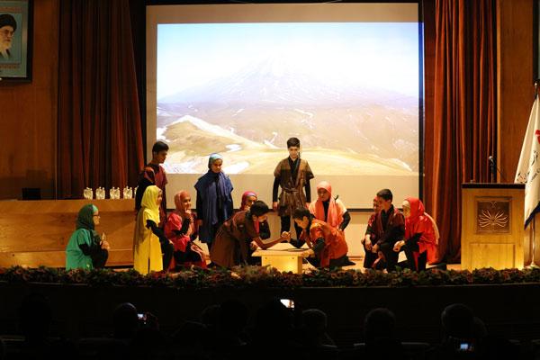 دومین همایش با من بخوان - اجرای نمایش آرش کماندار
