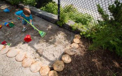 زمین بازی کودکان