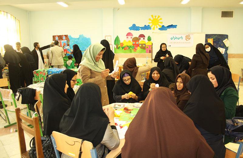 از آواورزی و بلندخوانی تا ساخت عروسکهای نمایشی با آموزگاران زاهدان