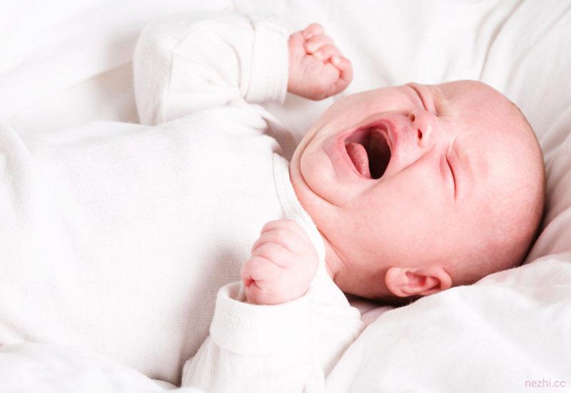 ۷ دلیل گریه شیرخوار