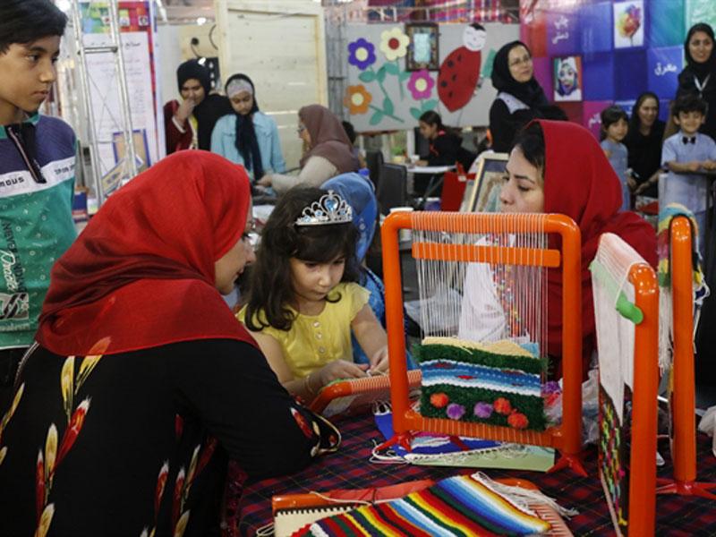 آموزش صنایع دستی و هنر به کودکان منجر به شناسایی استعدادهای آنان میشود