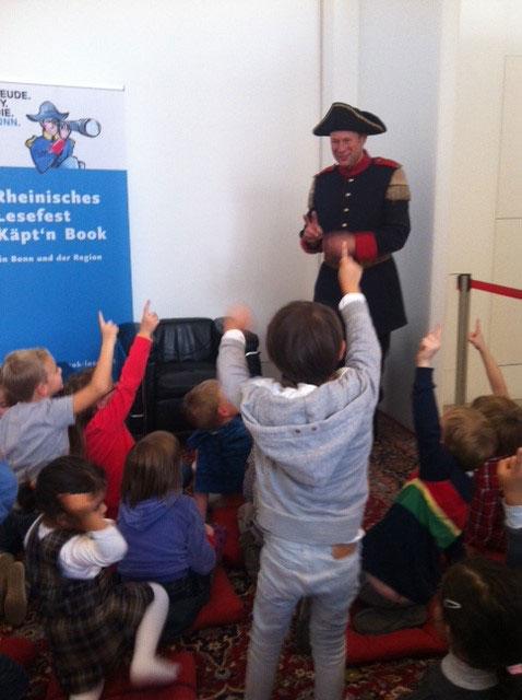 جشن کتابخوانی کاپیتان بوک در آلمان