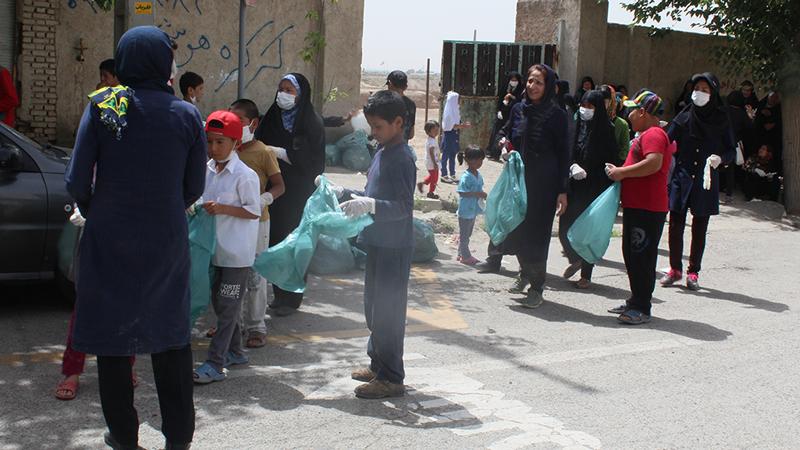 پاکسازی روستای محمودآباد از زباله به همت کودکان خانه فرهنگ