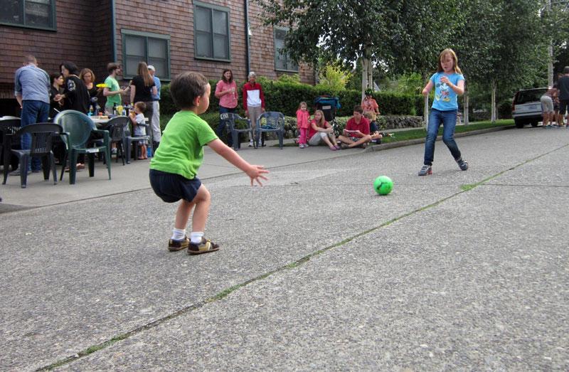 خیابانی امن برای بازی کودکان