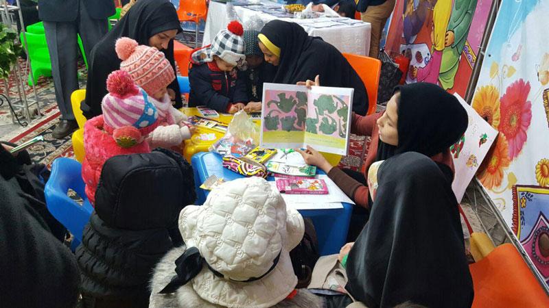 اجرای نشستهای بلندخوانی طرح «با من بخوان» در نمایشگاه فرهنگی آستان مقدس حضرت عبدالعظیم