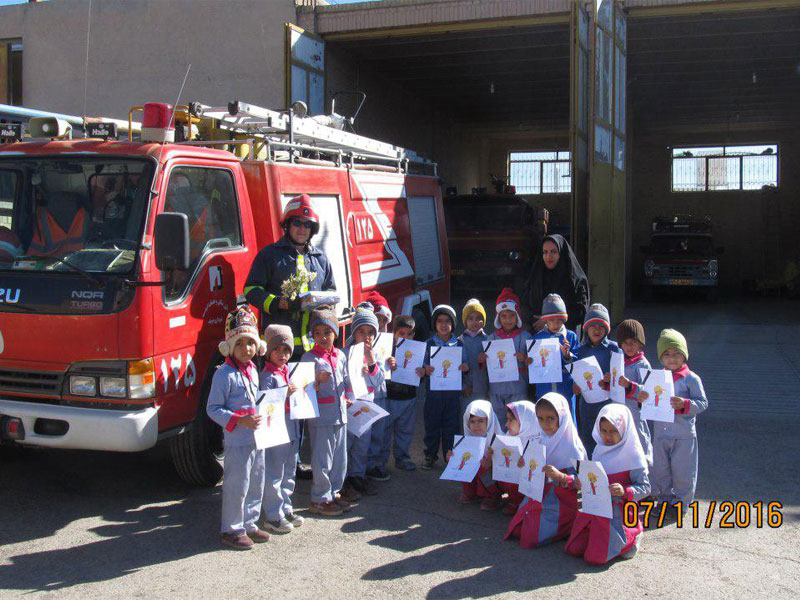 کودکان برنامه «با من بخوان» یاد آتشنشانان را در شهر خوسف گرامی داشتند