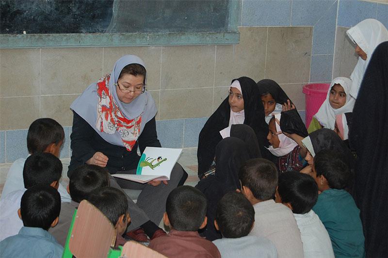تقویت سواد پایه کودکان دو زبانه ایرانشهر با الفباورزی