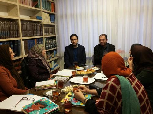 نشست اعضا گروه بررسی نشریات کودک و نوجوان شورای کتاب کودک با سردبیر قلک