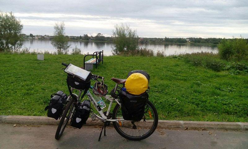 بانوی دوچرخه سواری ایرانی که برای کودکان و صلح رکاب می زند