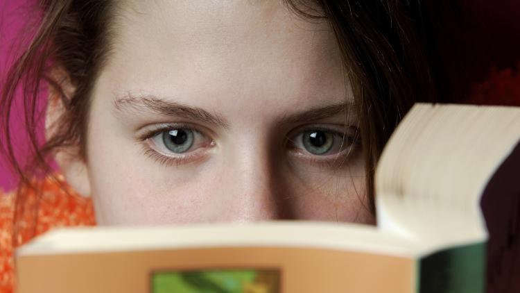 لزوم ادبیات داستانی در رشد حس همدردی در نوجوانان