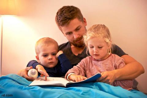 چگونه با کودک تان از کتاب خواندن لذت ببرید؟