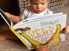 بازی آوایی برای کتاب لطفا با احتیاط باز کنید